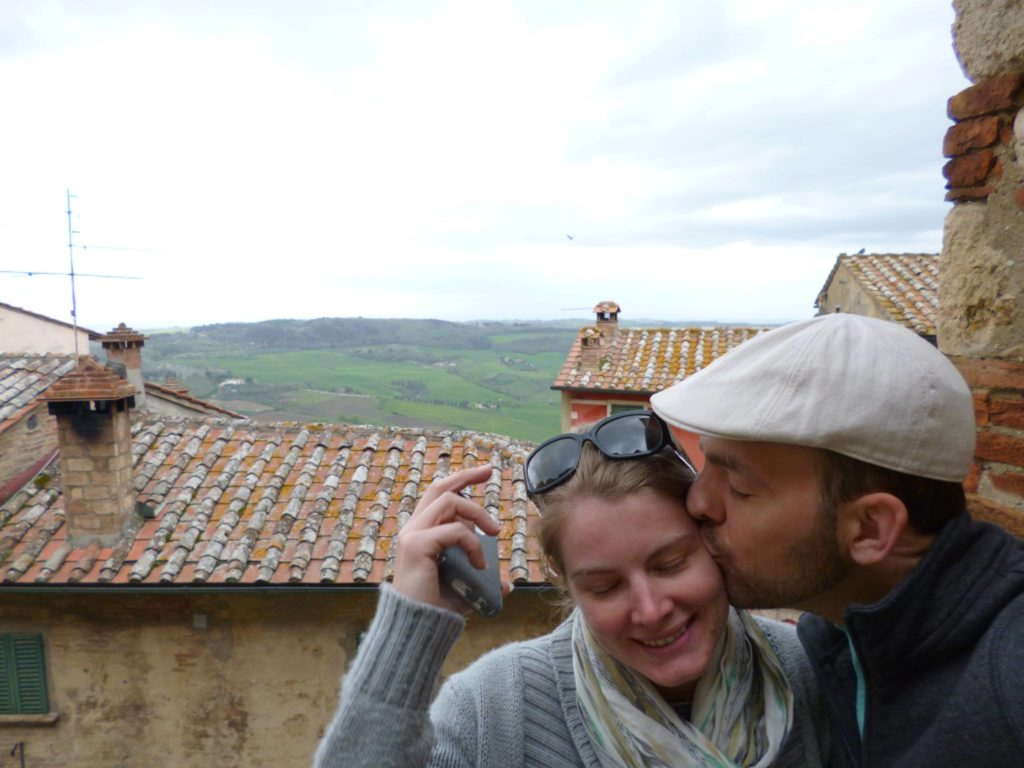 kissing tuscany